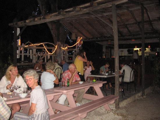 MoonRaker Beach Hotel: restaurant