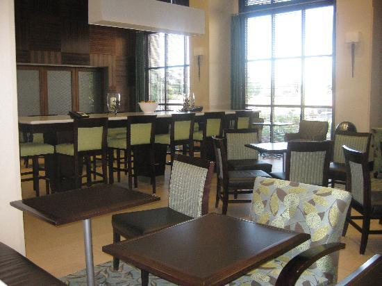 Hampton Inn & Suites West Sacramento: Breakfast area
