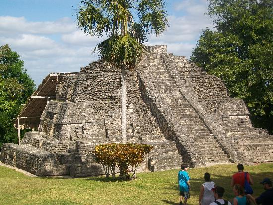 Zona Arqueologica De Chaachoben: pyramid at Costa Maya, dec. 2010
