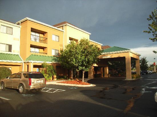 Courtyard Pensacola : Hotel von außen