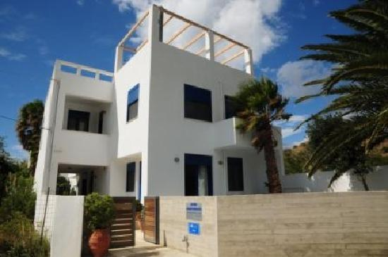 Anna Plakias Apartments: front view picture