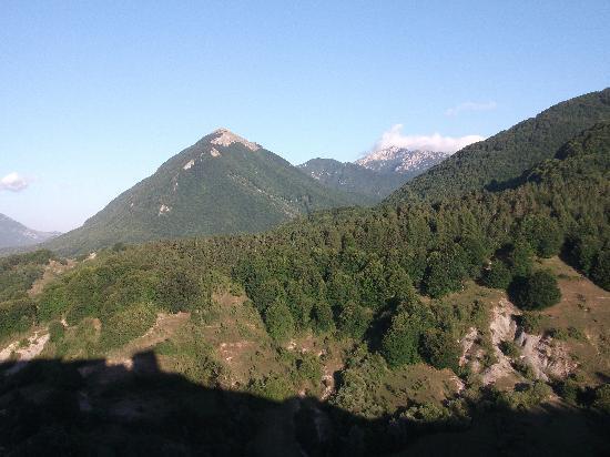 Opi, Italy: Dalla terrazza dell'hotel (la Camosciara sullo sfondo)