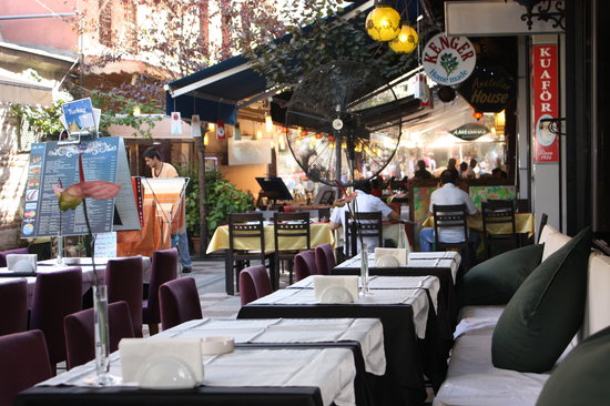 Sirevi Restaurant: Outdoor seating