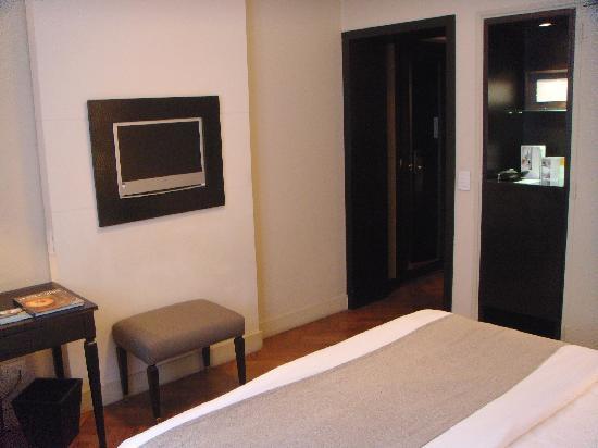 NH Buenos Aires Crillon: Room 306 View 2