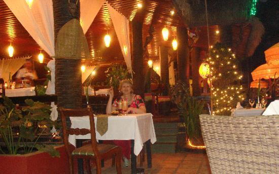 Bopha Angkor Restaurant: Am Abend