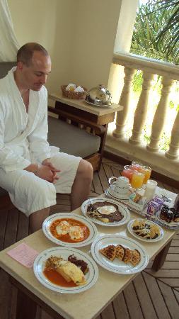 Iberostar Grand Hotel Paraiso: Breakfast - oh my lord