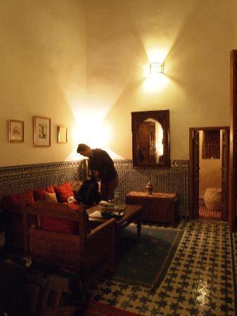 Dar Roumana: Living room area
