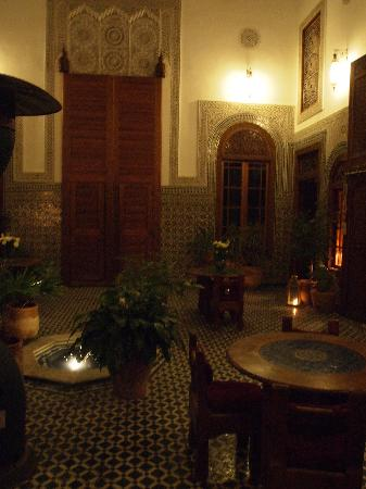 Dar Roumana: View from the room into the main area