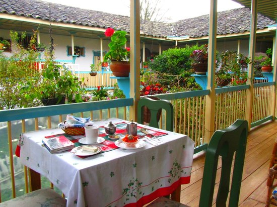 La Posada del Cafe: Breakfast overlooking the garden