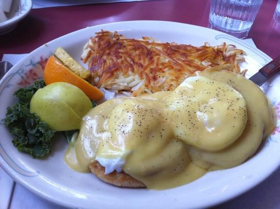 The Tumwater Inn Restaurant: egg Benny