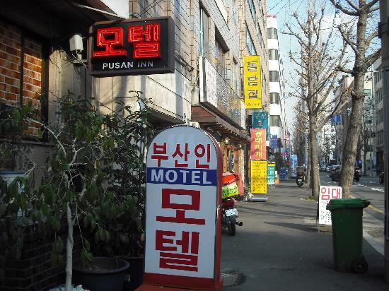 Pusan Inn Motel: 近くに食堂がたくさんある