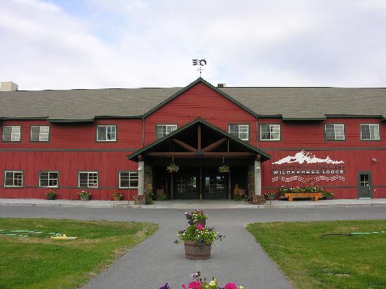 Copper River Princess Wilderness Lodge: Main lodge entrance