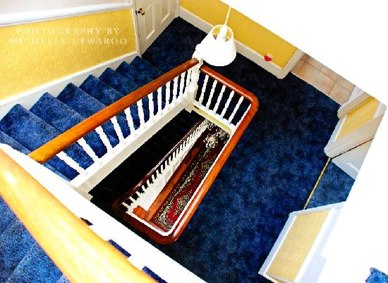 Atini Guest House : Top landing of our staircase