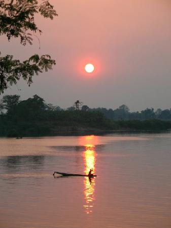 Laos: Si Phan Don - red sunset over the Mekong