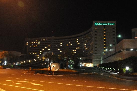 Sheraton Grande Tokyo Bay Hotel : Hotel at night