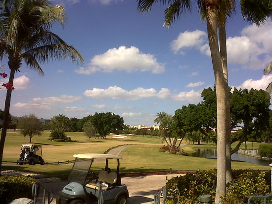 Hallandale, Flórida: View Of #1 Fairway from 19th Hole terrace
