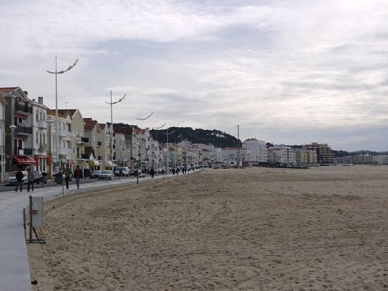 Nazare, Portogallo: 海岸沿い