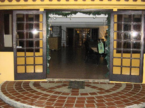 Hotel Restaurant Roomer: Entering from back of hotel