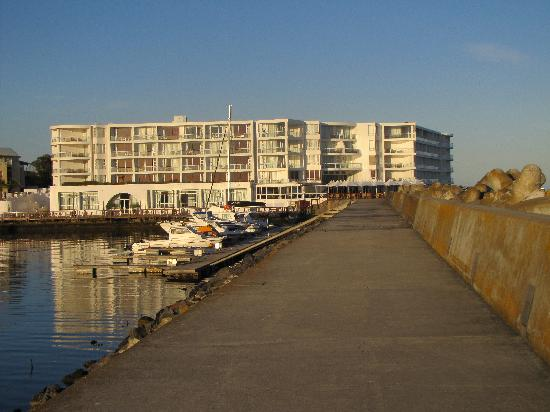 Radisson Blu Hotel Waterfront, Cape Town: view of hotel from pier