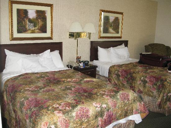 ‪‪Drury Inn & Suites Houston The Woodlands‬: Full sized beds‬
