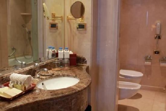 Le Vendome Beirut : ванная комната, bathroom