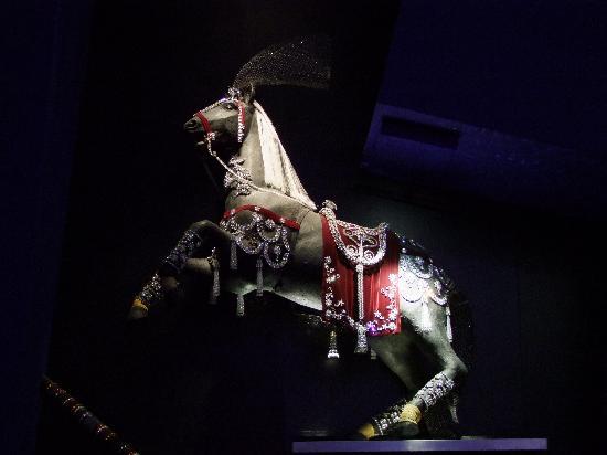 Swarovski Crystal Worlds: amazing full size horse in Swarowski crystals