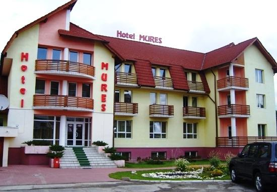 Hotel Restaurant Mures: The hotel outside