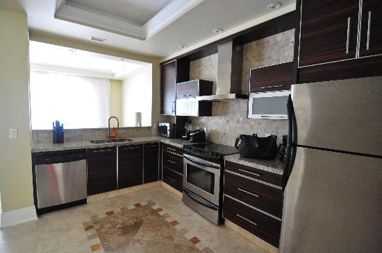 The Atrium Resort: Kitchen