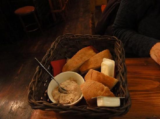 Trabuxu Bistro: Bread with tuna spread