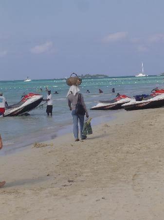 Royal Decameron Montego Beach : Négril, une vendeuse de fruits
