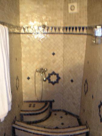 Riad Ibn Khaldoun: bagno a mosaico