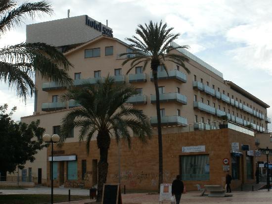 525 Hotel: hotel exterior