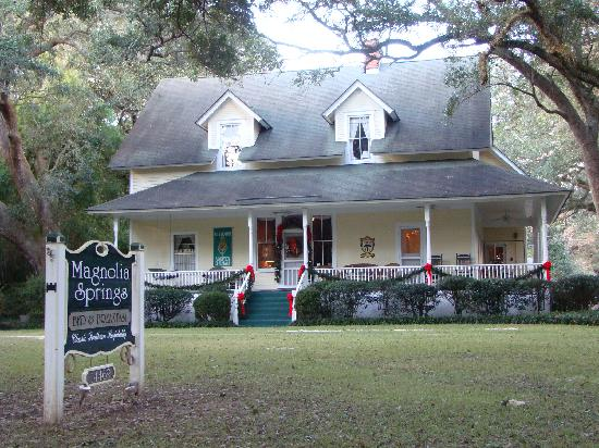 Magnolia Springs Bed & Breakfast : Front of the house