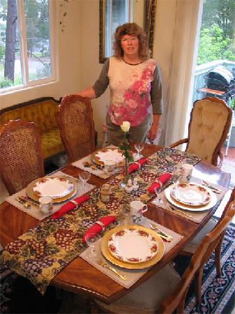 Her Castle Homestay Bed and Breakfast Inn: Breakfast Table Setting