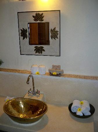 Junjungan Ubud Hotel and Spa: Bathroom