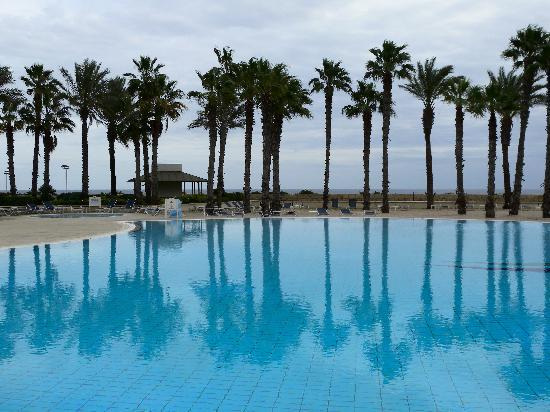 Hilton Malta : One of the outdoor pools (in winter)