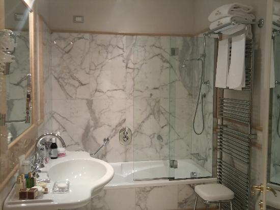 Golden Tower Hotel & Spa: bagno