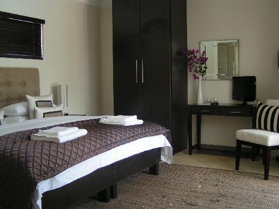 Warwick House: Robinson - double room