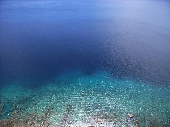 Гуам, Марианские острова: 恋人岬の展望台から見る海