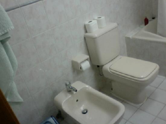 Sahara Hotel Apartments : Bathroom