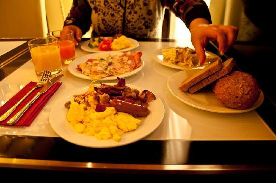 Hotel Grand Majestic Plaza Prague: Breakfast