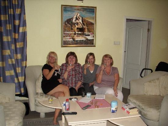 Sofia Inn Residence: Relaxing in the living room area