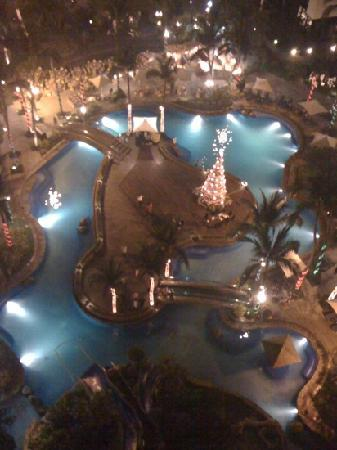 Sofitel Philippine Plaza Manila: sofite Manila plaza pool by night