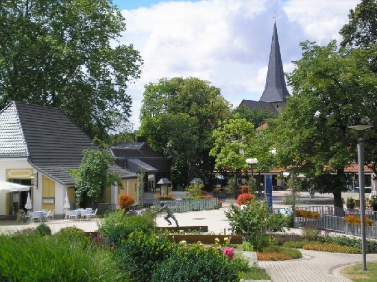 Bad Sassendorf, Germania: Ortsmitte - Kaiserstraße - Sälzerplatz (Sommer 2008)