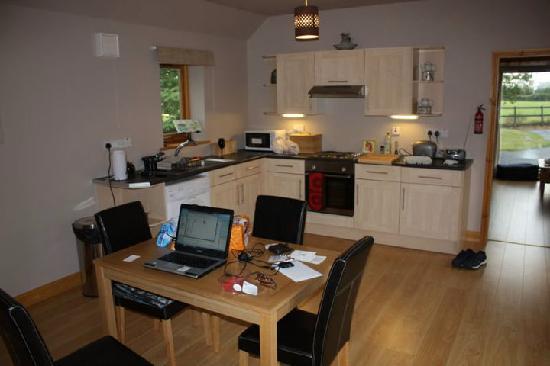 Setcops Farm Holiday Cottages: Large Kitchen Diner