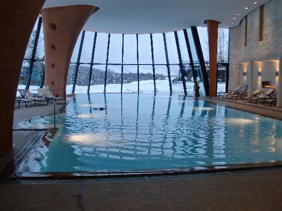 Grand Hotel Kronenhof: piscina
