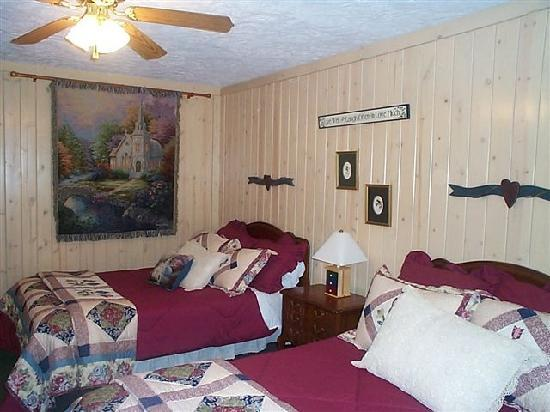 Mountain Aire Cottages & Inn: The Dogwood Room