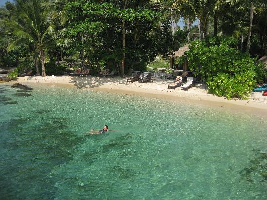 Shantaa Koh Kood: Der kleine hoteleigene Strand neben dem Hauptsteg
