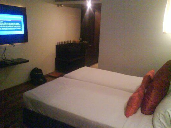 RnB Select Banjara Hills : Room