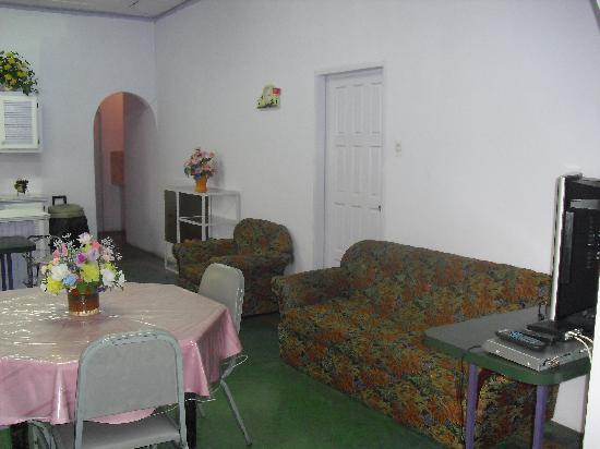 The Little Inn: dining area building 1 - perect for groups between 4- 10 persons. Includes 5 bedrooms and centra